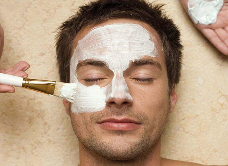 Comment bien choisir et bien appliquer son masque visage homme
