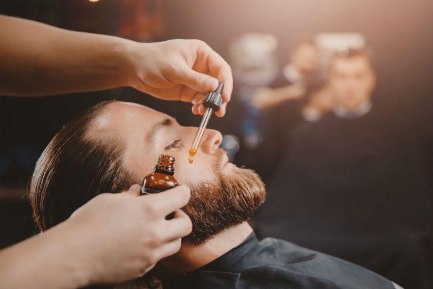 Le guide du débutant pour savoir comment utiliser de l'huile à barbe
