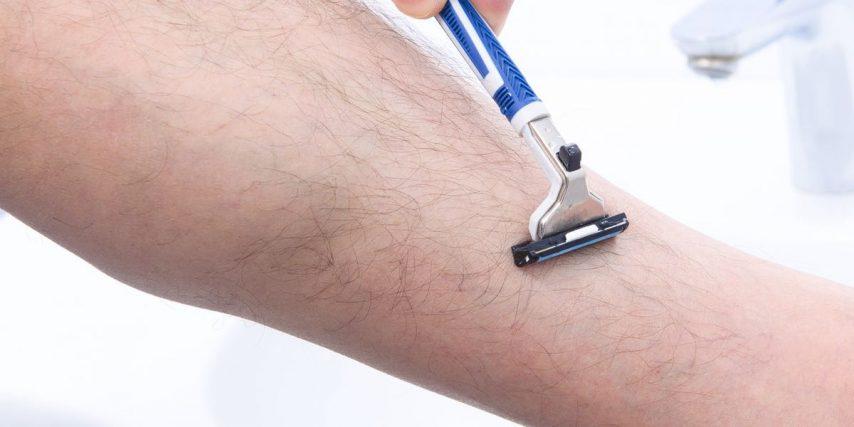 Se raser les jambes pour un homme