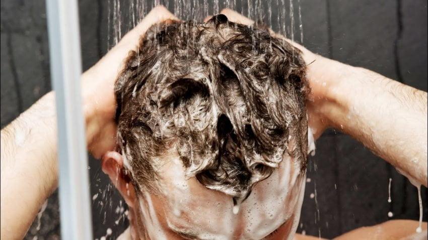 bien laver ses cheveux d'hommes