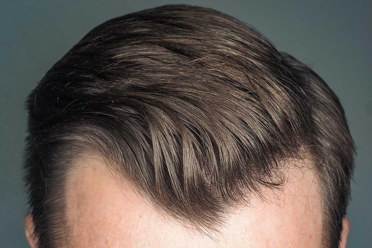 cheveux homme entre cire et gel
